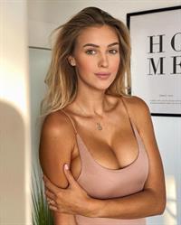 Veronika Rajek tits