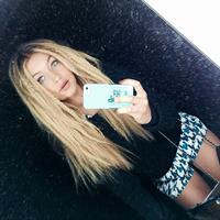 Gigi Hadid taking a selfie