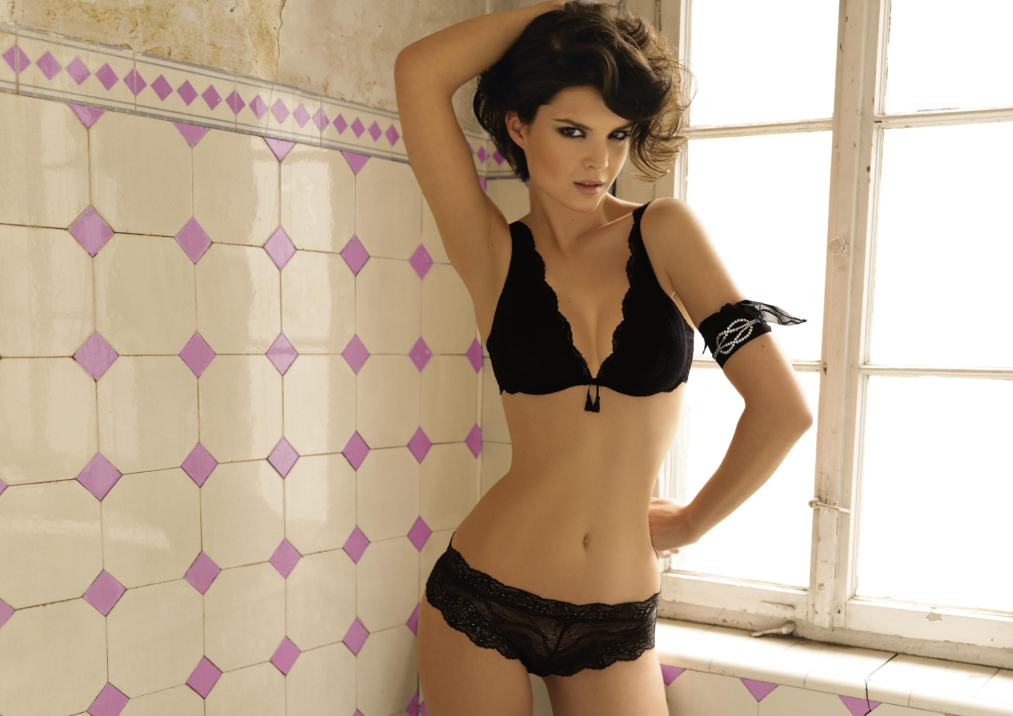 Patricia Schmid in lingerie