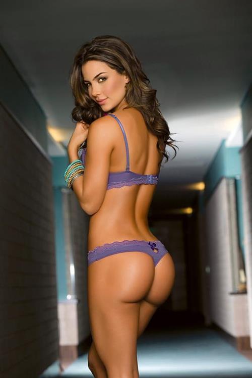 Natalia Vélez shows off her ass in purple g-string lingerie