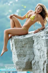 Hannah Jeter in a bikini