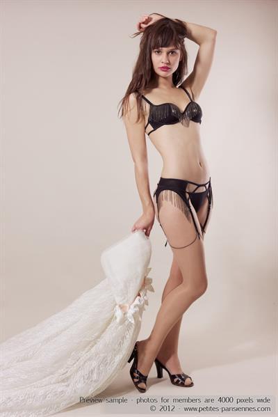 Alba in lingerie