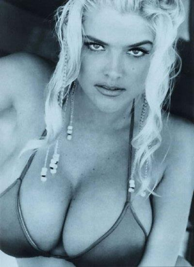 Anna Nicole Smith in a bikini